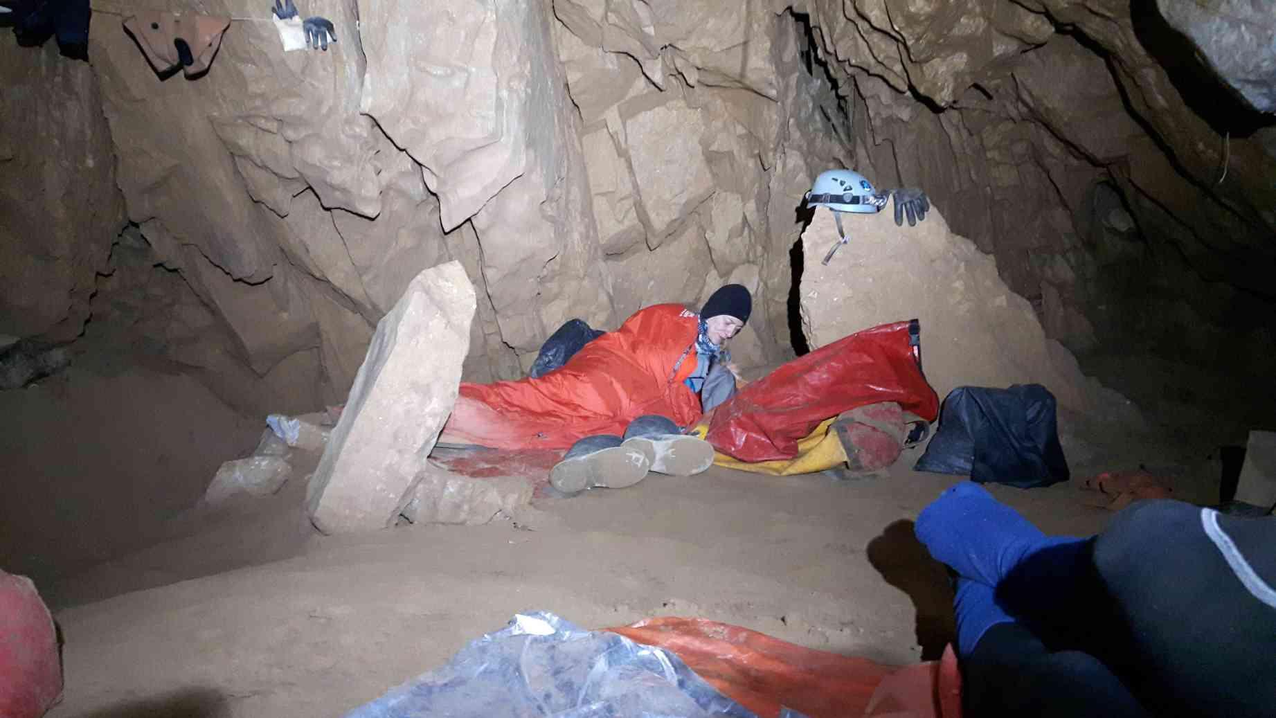 Na biwaku w Cheve (-1000 m)_resize